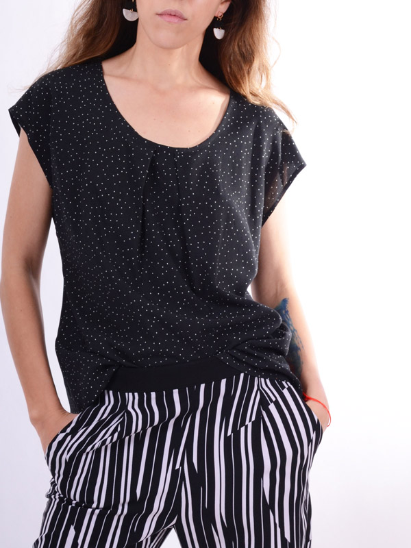Blouse in small peas B64