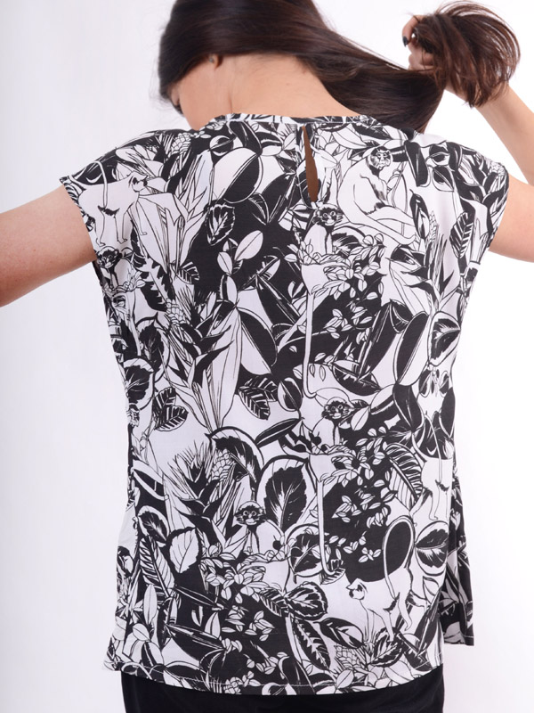 Blouse with a print of a monkey B66