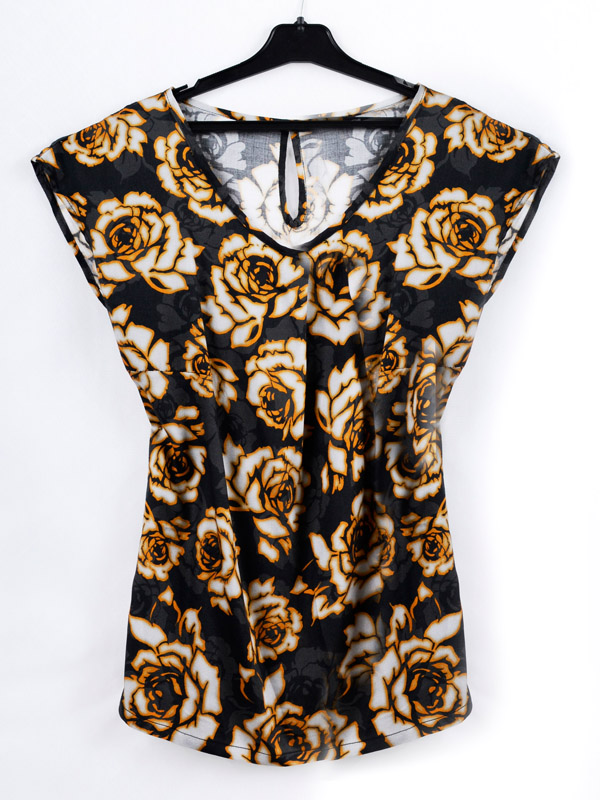 Blouse with a print of a rose B67