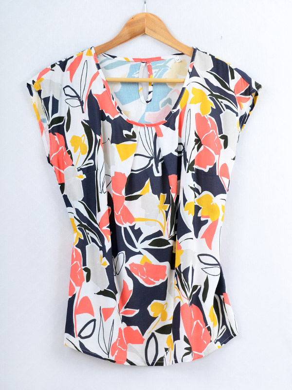 Blouse with a large floral print B71